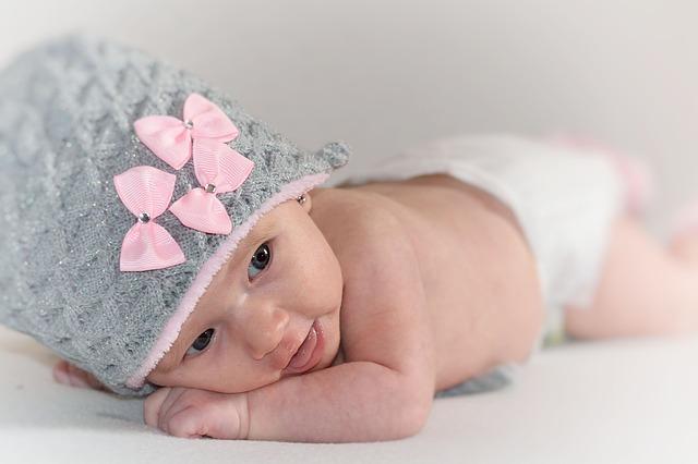miminko s čepičkou