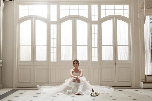 nevěsta u dveří.jpg