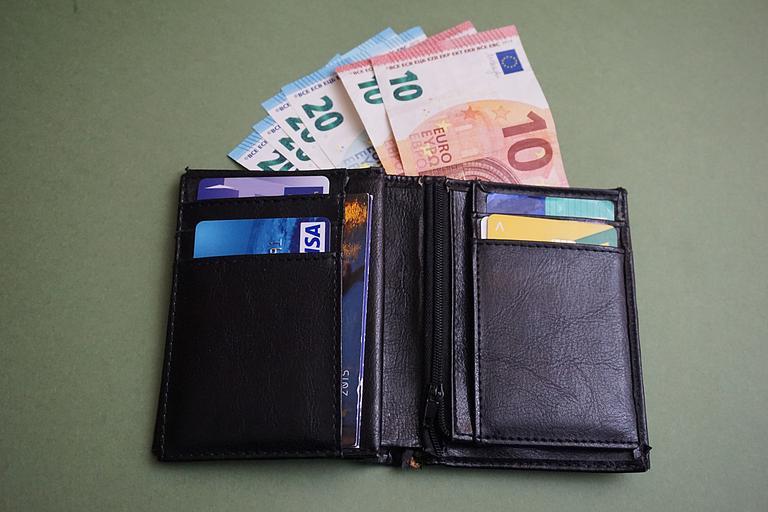 peněženka plná peněz